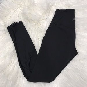 lululemon 💕 black leggings with mesh!!